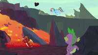 Rainbow Dash throws rock back at Garble S7E25