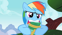 Rainbow Dash trouble opening a PB jar