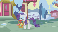 Rarity carrying a basket S1E11