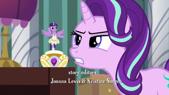 File:Starlight looks closely at tiny ballerina Twilight S7E10.png
