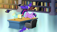 Twilight ducks under a swooping bat book S5E13