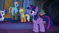 Twilight talking with her friends S4E03