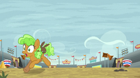 Apple Brown Betty runs away from stadium S9E22