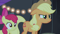 Applejack looks at Silver Shill angrily S4E20