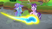 Flash bees fly around Starlight and Trixie S9E20