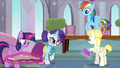 Rarity giving Pizzelle a welcoming booklet S8E1.png