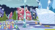 S06E02 Applejack mówi do kryształowych kucyków