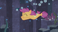 Scootaloo swimming away from fish S8E6