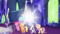 Spark of light behind main cast S5E22