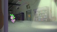 Spike follows Twilight through the corridor S9E5