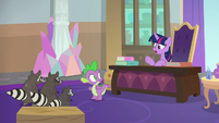 Twilight surprised by Spike's interpreting S8E4