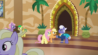 Applejack shaking hooves with Gladmane S6E20