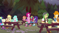 Canterlot High campers make paper lanterns EG4