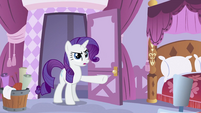 Rarity pointing S2E23