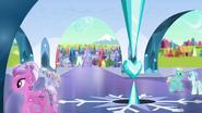 S04E25 Przyjaciele z wizytą w Kryształowym Królestwie