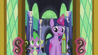 Twilight opening the throne room doors S5E25