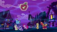 Unicorn Big Mac creates a smiling apple S5E13