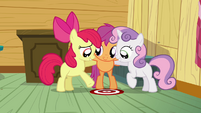 Apple Bloom points at the thinking spot S3E04