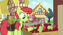 Peachy Sweet shopping for apples S7E15
