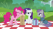 Pinkie Pie inspecting her present S6E3