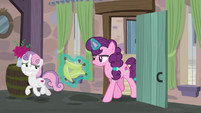 Sweetie Belle innocently trotting away from Sugar Belle S7E8