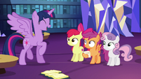 Twilight Sparkle --the first time in recorded history-- S6E19