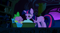 Twilight puts Spike to bed S01E24