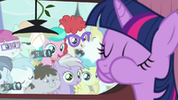 Foals looking at Twilight eating S4E15
