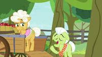 "Granny Smith ""needs her beauty rest"" S9E10"