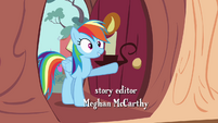 Rainbow Dash enters the library S4E04 (1)