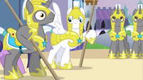 Royal guard didn't notice S2E25