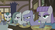 S05E20 Siostry patrzą na Applejack