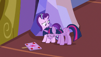 Twilight Sparkle hanging her head again S7E14