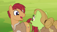 Apple farmer ponies happy again S7E16