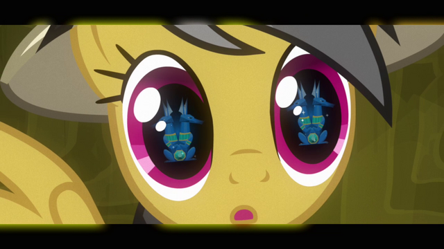 Файл:Daring Do stunned by sapphire stone S2E16.png