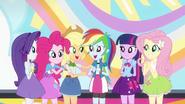 Main 5 complimenting Rainbow Dash EG2