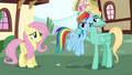 Rainbow looking unamused at Fluttershy S6E11.png