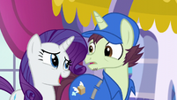 Rarity charms the mailpony S5E15