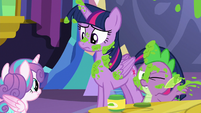 Spike wipes mashed peas off of his face S7E3