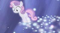 Sweetie Belle looking over edge of stars S4E19