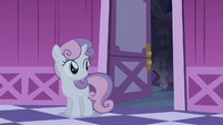 Sweetie looking at Rarity's room S4E19