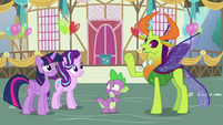 Thorax greeting Twilight and Starlight S7E15