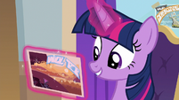 Twilight reading Star Swirl's postcard S8E16