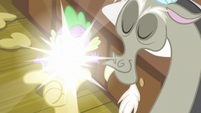 Discord teleporting himself and Spike S8E10