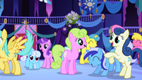 Ponies anticipating Celestia's appearance half 2 S1E01