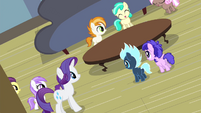 Rarity entertaining party foals S4E19