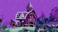 The Apple family barnhouse with lights on on one room S5E04