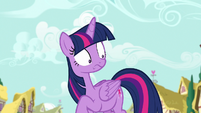 Twilight Sparkle looking panicked S7E14