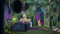 Applejack's booby-trapped bedroom S6E15