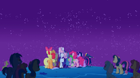 Crowd watching the meteor shower S01E24